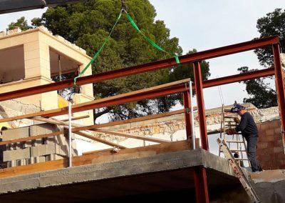 VILLA FLORS    Refuerzo de estructura en Villa Unifamiliar C/ Flors Puerto Portals (MALLORCA).   Refuerzo de estructura con perfiles laminados en caliente, formación de nuevos forjados y ampliación de estructura en planta baja y planta primera.